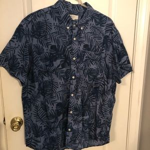 GAP men's hawaiian leaf print button shirt